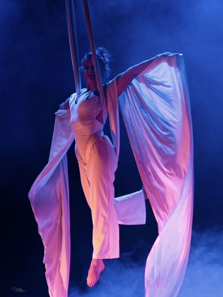 Tissu aérien - aerial cirque - danse aérienne